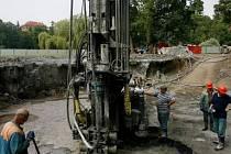 PRÁCE POKRAČUJÍ. V pátek 18. srpna začala opětovná ražba tunelu pod Stromovkou. O měsíc později, než se předpokládalo.