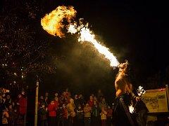 Lampionový průvod bude ukončen ohnivou show vÚdolí slonů.