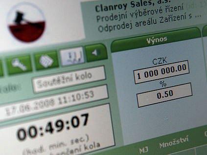 RYCHLE, JEDNODUŠE A HLAVNĚ PRŮHLEDNĚ. Oproti úřady oblíbené obálkové metodě má elektronická aukce nepopiratelné výhody. První velká dražba po internetu přinesla ministerstvu vnitra 280 milionů korun.