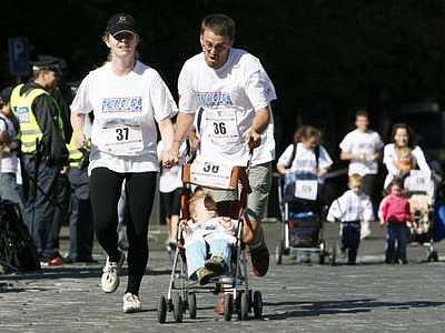 Běhu městem se zúčastnila vedle zdravých sportovců téměř stovka lidí s transplantovanými orgány.