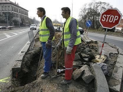 Příprava na nové semafory. Na křižovatce ulic Bělohorská a Patočkova na Praze 6 se již od příštího týdne objeví semafory.