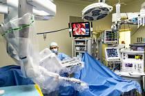 Nemocnice, operace, robotická operace, chirurgický zákrok - ilustrační foto.
