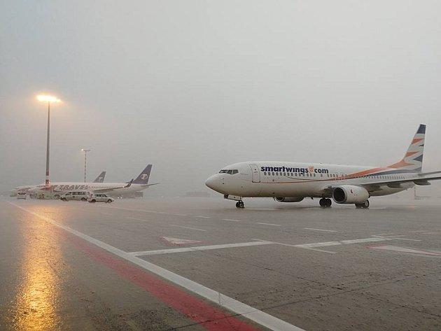 Silná bouřka na chvíli zastavila ipražské Letiště Václava Havla.