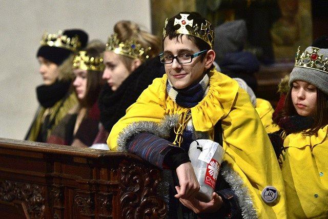 V kostele sv. Tomáše na pražské Malé Straně požehnal kardinál Dominik Duka průvodu Tříkrálové sbírky