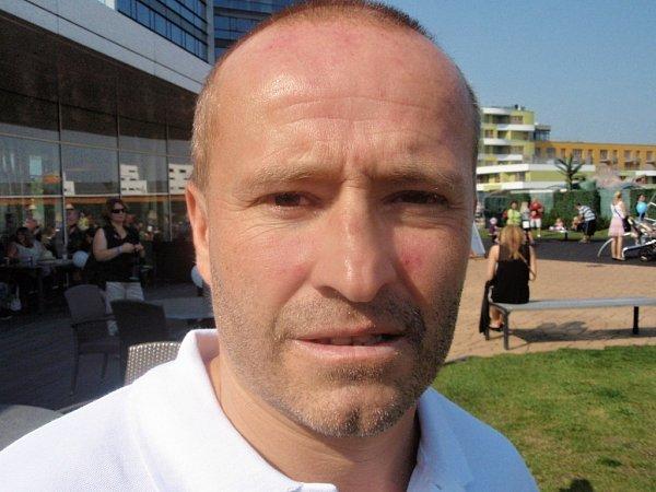 Primář a gynekolog Jaroslav Hulvert na setkání dětí ze zkumavky na Harfě vPraze nemohl chybět.