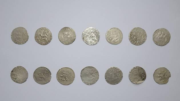 Roku 1300 vydal král Václav II. horní zákoník, který stanovoval nové podmínky ohledně nakládání se surovým stříbrem. Na jeho základě byla zahájena ražba našich zřejmě nejznámějších mincí, pražských grošů. V letošním roce uplyne 720 let od vydání tohoto do