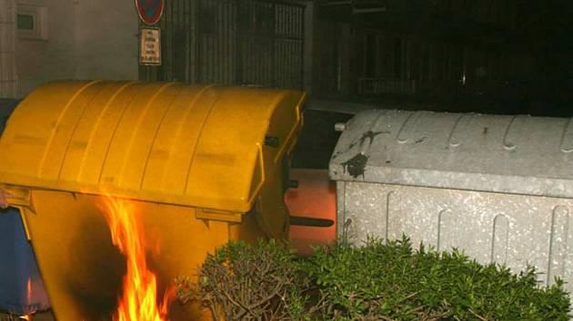 Hořící kontejner. Ilustrační foto.