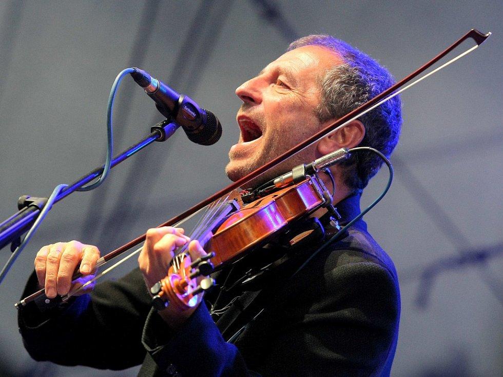 Karel Holas - houslista, zpěvák, kytarista hudební skupiny Čechomor.