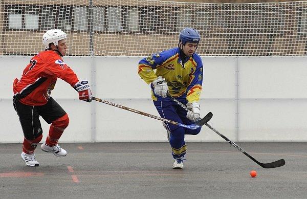 KONEČNĚ DOMA. Rudolf Koller (Habešovna Gladiators) a Martin Kruček (HC Kert Park)