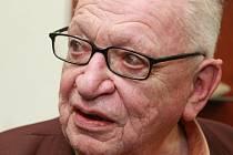 Jedním z adeptů na vyznamenání je i cestovatel Miloslav Stingl. Ilustrační foto.