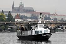 Už žádné kolony. Místo zdlouhavých objížděk by Pražané mohli cestovat na lodi. Je to prý nejen ekologičtější,  ale i časově méně náročné než jízda po silnici.