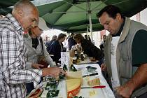 Farmářské trhy jsou v posledních letech mezi Pražany oblíbené, najdete je dnes téměř v každé městské části.