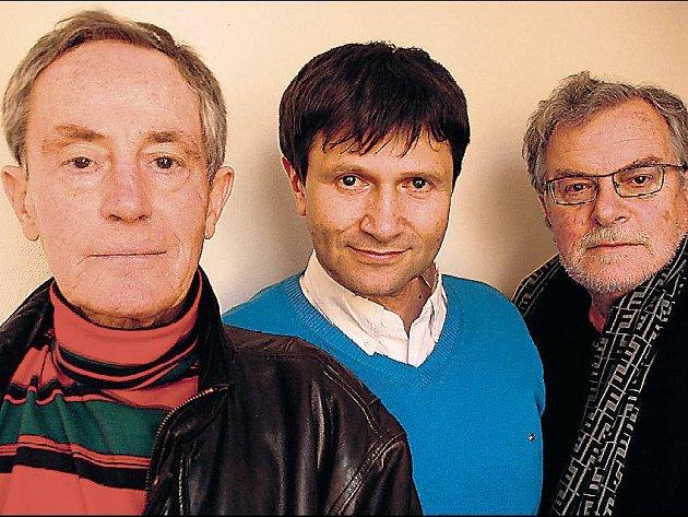 Tři Janové. Tříska, Hrušínský a Kačer se schází na jednom jevišti.