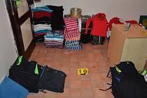 Celníci dopadli další asijský gang padělatelů textilu