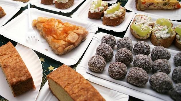 Na dobroty Světové gastronomie pořádané studenty ze školy VOŠ CR a MOS na Ortenově náměstí v Holešovicích bylo možno zajít v úterý 29. listopadu.