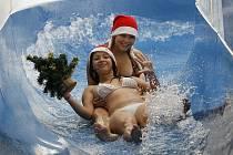 VÝJIMEČNÁ PŘÍLEŽITOST. Vstup do několika plaveckých bazénů bude o svátcích zdarma. Jen je škoda, že o tom Pražany magistrát lépe neinformoval.