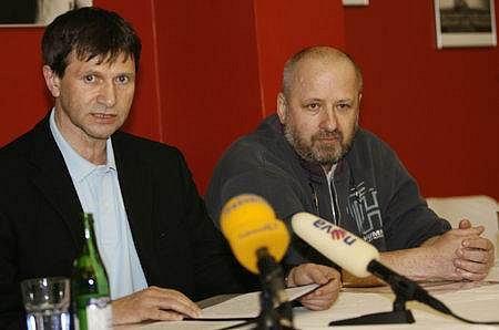 6. března 2007 Petr Kratochvíl a Jan Hrušínský vyslovili nesouhlas s rozdělováním grantů divadlům. Nyní získalo Kratochvílovo divadlo Ta Fantastika od města 1,5 milionu.