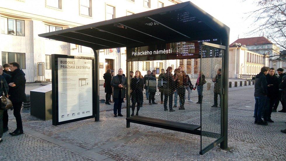 Nový přístřešek MHD na Palackého náměstí v majetku Prahy.
