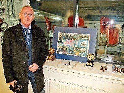 IVAN BICAN s několika význačnými trofejemi svého otce.