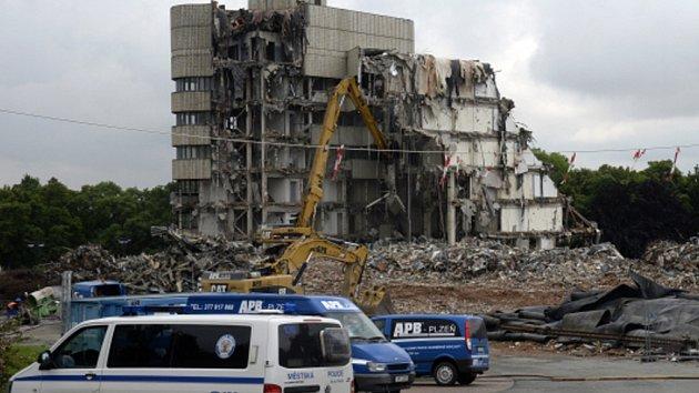 Demolice hotelu Praha v roce 2014.