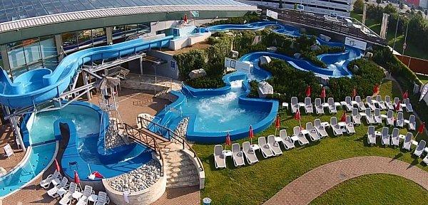 Největší aquapark vČechách Aquapalace Praha.