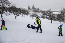Městská policie na pražském Petříně 9. února 2021.