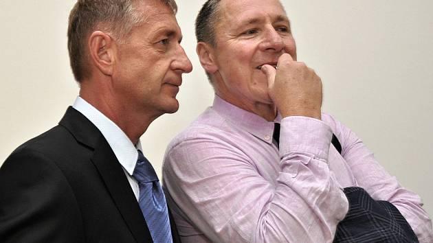 Odsouzený lobbista Roman Janoušek se svým obhájcem Vítem Širokým (vpravo).