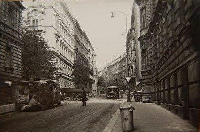 Fotografie z příjezdu okupačních vojsk v srpnu 1968 do Prahy. Snímky byly nalezeny ve Státním okresním archivu v Lounech.