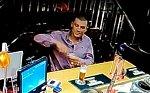 Dívka se seznámila s cizincem v baru. Ten ji pak ztloukl a zkusil znásilnit