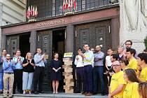 Hnutí Praha sobě nasbíralo podpisy pro kandidaturu v komunálních volbách.