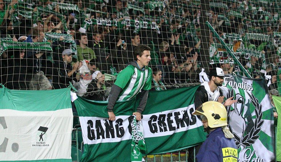 Zápas fotbalové Gambrinus ligy Bohemians 1905 – Dukla Praha (3:2) v pátek 9. května v Ďolíčku.