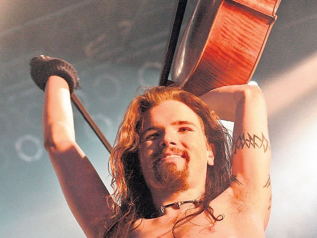 NONKONFORMISTÉ. Členové Apocalyptiky přistupují ke hře na violoncello neotřelým způsobem.