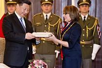 Čínský prezident Si Ťin-pching se v úterý 29. března 2016 v Praze setkal s pražskou primátorkou Adrianou Krnáčovou. Při této příležitosti obdržel symbolický klíč od města.