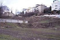 V lokalitě bývalého hřiště na Malvazinkách v Praze měl vyrůst developerský projekt, z plánu však sešlo. Nyní se připravuje studie, na jejímž základě by radnice pětky ráda využití prostranství regulovala tak, aby co nejvíce vyhovovalo místním obyvatelům.