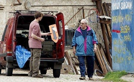 Prodat v Praze do sběrny dopravní značky není velký problém. Vstříc redaktorům Pražského deníku vyšli tři ze čtyřech sběren.