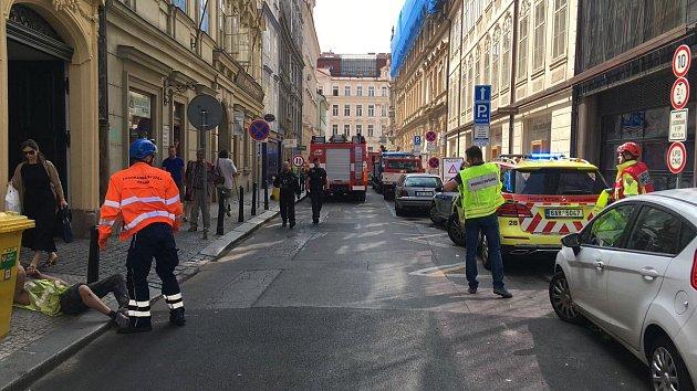 V Mikulandské ulici došlo ke zřícení klenby.