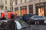 Kozel se zatoulal do Pařížské ulice.