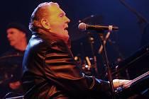 Legendární americký rock´n´rollový pianista a zpěvák Jerry Lee Lewis vystoupil v holešovické Tesla  Aréně.