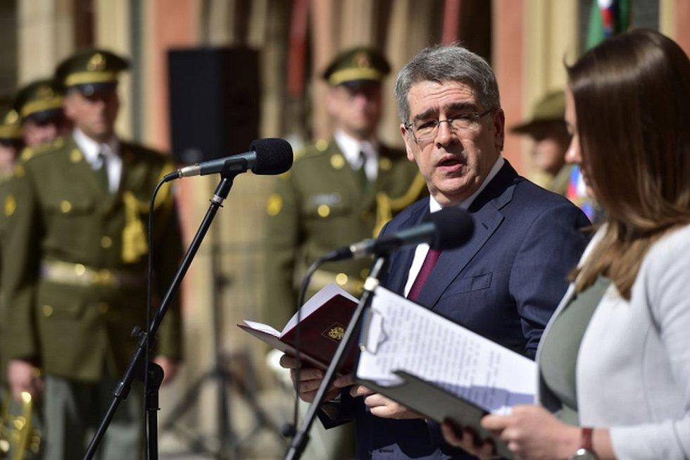 Ruský velvyslanec v ČR Alexandr Zmejevskij vystoupil 5. května na Staroměstském náměstí v Praze, kde se uskutečnil vzpomínkový program Českého svazu bojovníků za svobodu k výročí Pražského povstání v květnu 1945.