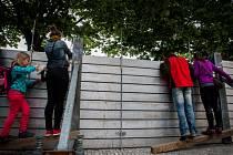 Protipovodňové bariéry na Smetanově nábřeží při povodních v roce 2013.