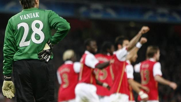 Nepěkná vzpomínka. V Londýně inkasoval gólman Slavie Martin Vaniak od Arsenalu sedm branek.