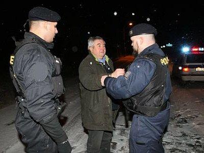 ZATÍM NEODCHÁZÍ. Čtyřiašedesátiletý zastupitel Prahy 16 za ČSSD Rudolf Zumr řídil pod vlivem alkoholu a čelí podezření z trestného činu obecného ohrožení pod vlivem návykové látky.