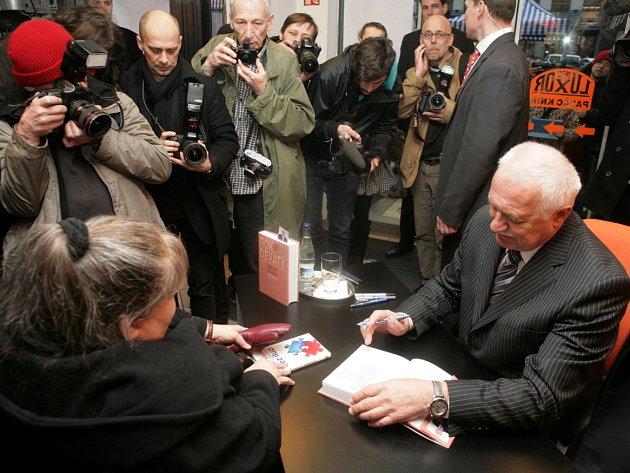 Autogramiáda prezidenta Václava Klause ke knize Rok devátý, se konala ve čtvrtek 8.března v Paláci knih Luxor v Praze.