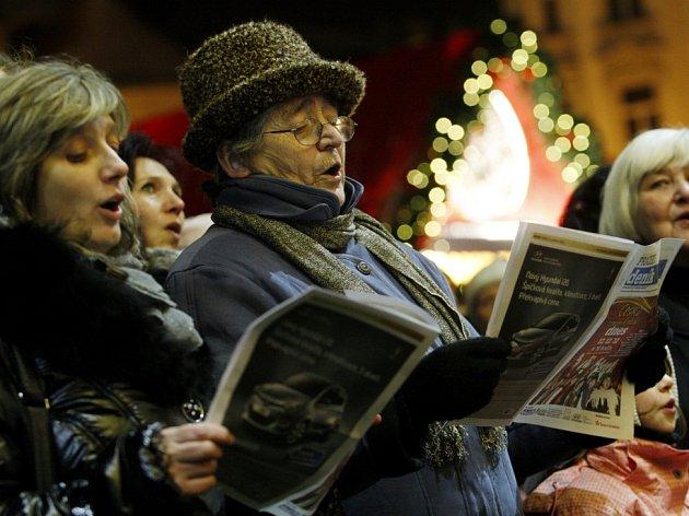 Česko zpívá koledy na Staroměstském náměstí