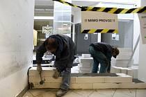 Pasáž Jiřího Grossmanna je nyní uzavřena z důvodu bezpečnosti a také zamezení vstupu cizích osob na stavbu.