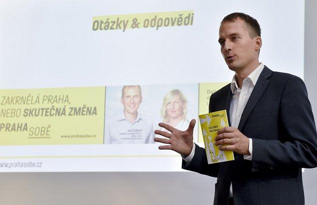 Politické strany zahájily kampaň před komunálními volbami v Praze. Na snímku je Jan Čižinský, lídr iniciativy Praha sobě.
