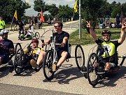 Internetový bavič Kazma, vlastním jménem Kamil Bartošek, podpořil handicapované cyklisty.