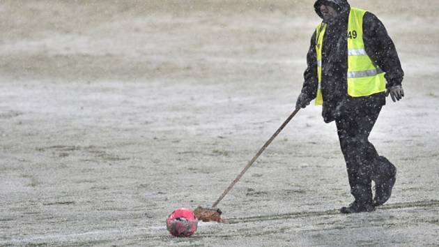 Takhle to na Julisce vypadalo loni v únoru před zápasem Dukla Sparta. Letošní zima zatím nabízí ještě o něco drsnější podmínky.