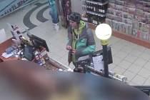 Muž, který použil k nákupu ukradenou kreditní kartu.