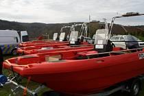 Tato plavidla používají hlavně policejní potápěči při svých pátracích akcích, ale pomáhají také při odstraňování závad na vodní hladině i pod ní.